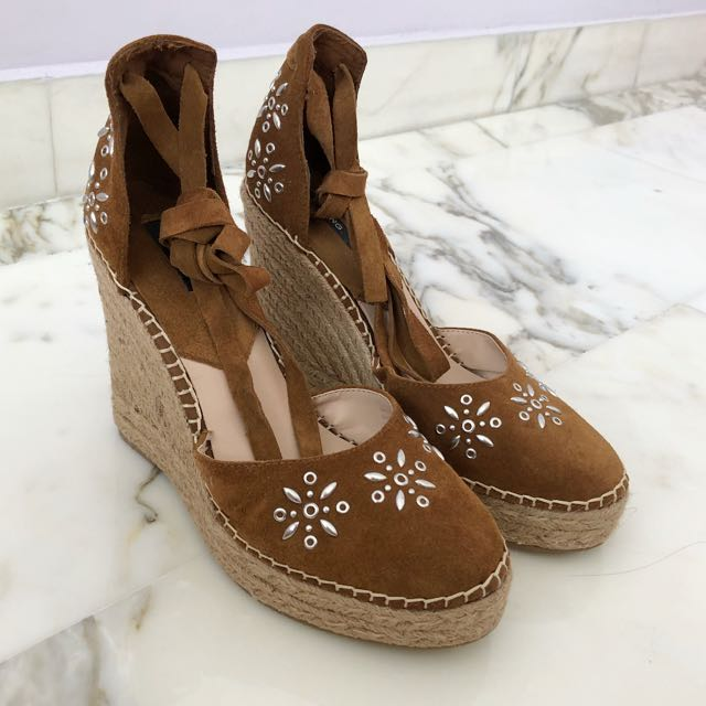 379b5fbd0 Mango Brown Suede Espadrilles Wedges, Women's Fashion, Shoes on Carousell