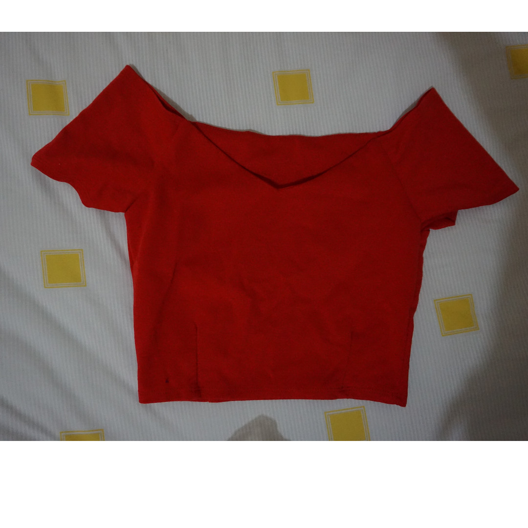 RED SABRINA CROP TOP