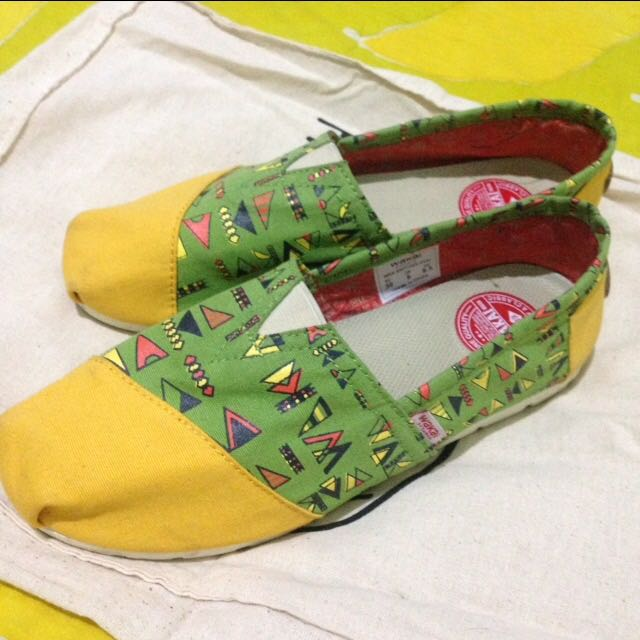 (REPRICE) Wakai Slip On Original