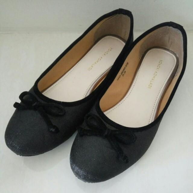 Sepatu flat yongki komaladi