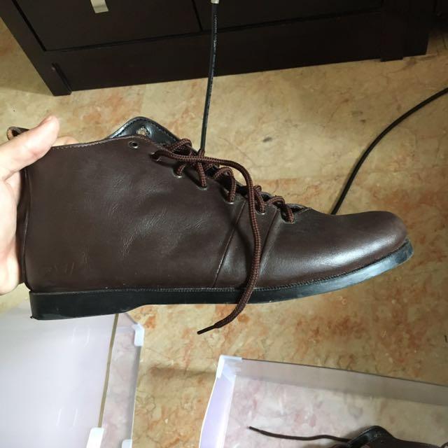 Sepatu kulit otiv