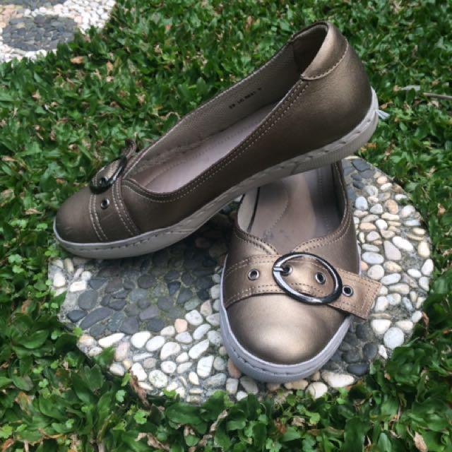 Sepatu SCHOLL