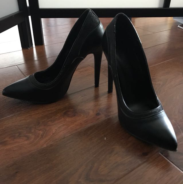 Size 7 1/2~ Ws black pointed heels