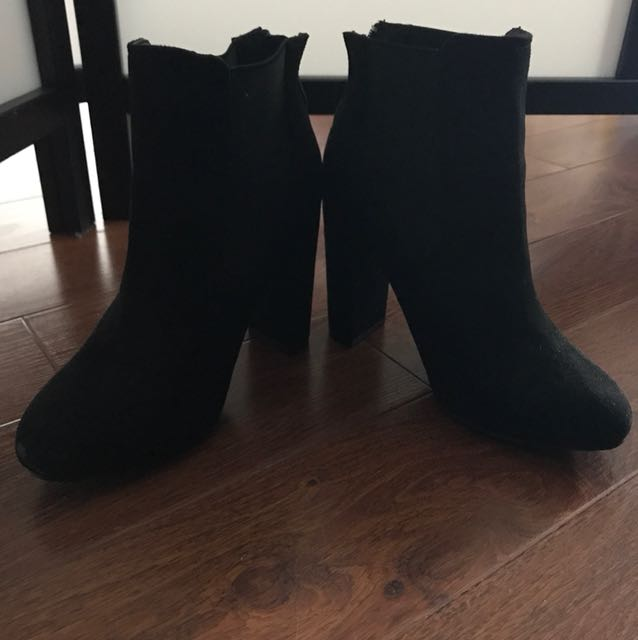 Size 7 black heeled boots