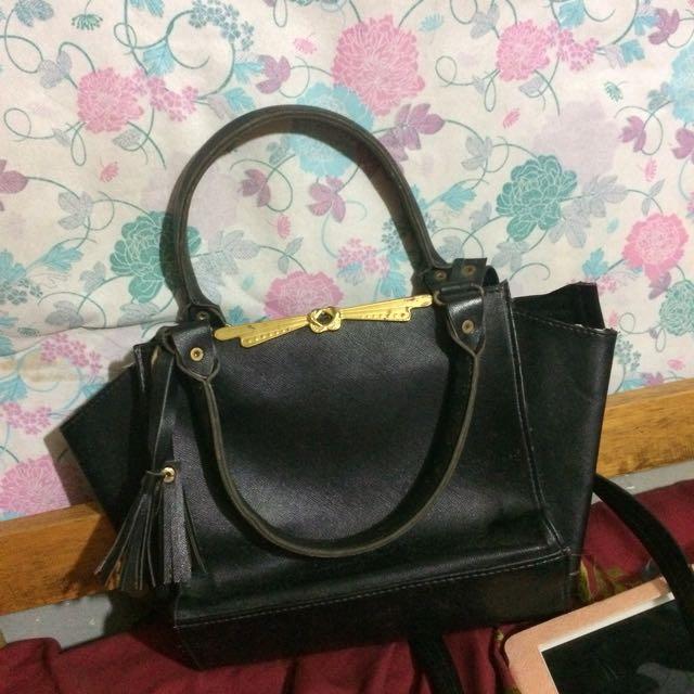 Slingbag&handbag hitam freeong jabodetabek!!!