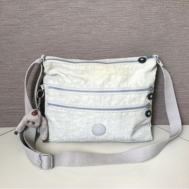 67383a626 Tas Kipling Original, Women's Fashion, Women's Bags & Wallets on Carousell
