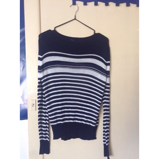 Temt striped blue and white thin knot sweater