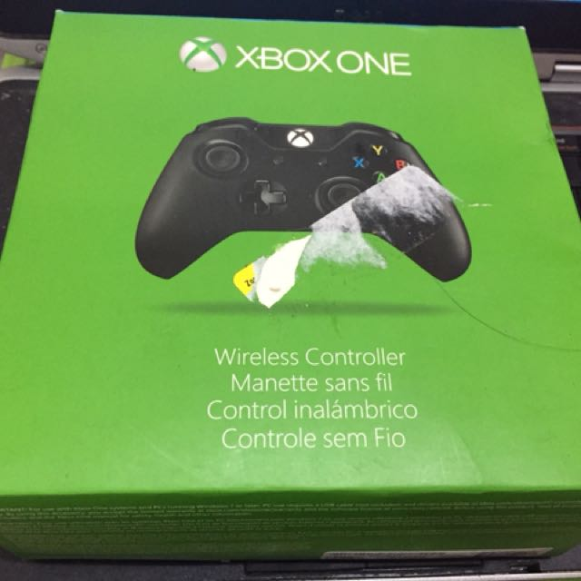 Xbox One controller black with box