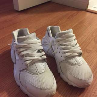 White Nike Hurraches Size 5Y/ Size 6 Women's