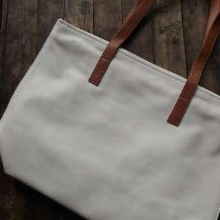 *BNEW* WHITE SHOULDER BAG (Marikina Made)