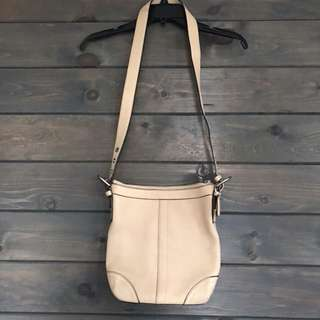 Coach - beige shoulder bag