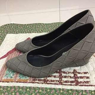 BV編織風格楔形高跟鞋灰色系
