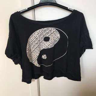 Yin-yang design black crop top