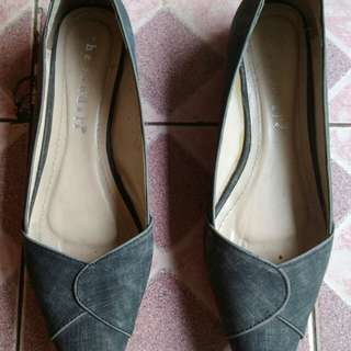 Reprice!! The sandals flat shoes