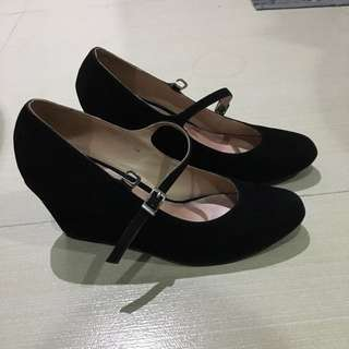 Gibi black wedge shoes