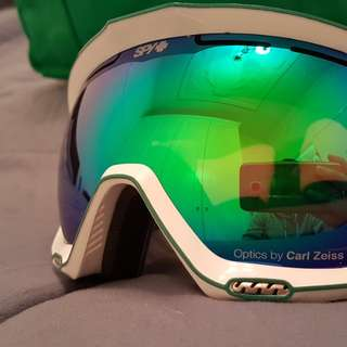 Spy snow goggles