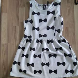 BNWOT SIZE M H&M BOW DRESS