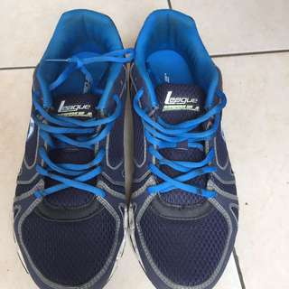 Sepatu running league nebula