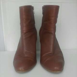Tan genuine leather nine west hollie ankle boots 8.5