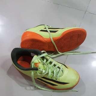 721f51812e9 Kids Adidas futsal  leisure shoes size UK1