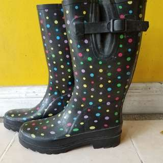 Wetseal taong boots