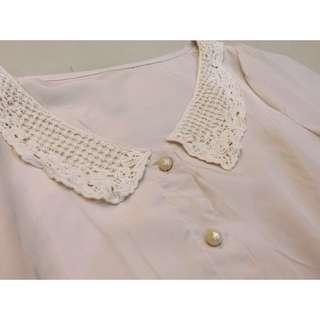 浪漫雪紡蕾絲領口圓釦上衣