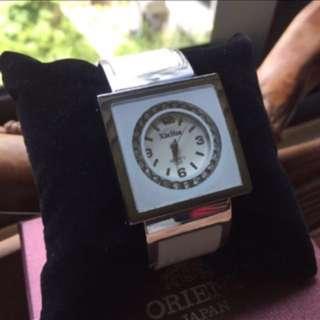 水鑽石英錶