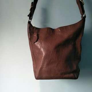 (特價出清)SACCHI 義大利牛皮咖啡肩側背水桶包