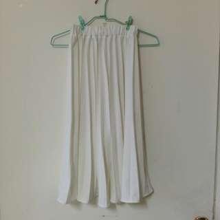 純白百摺裙