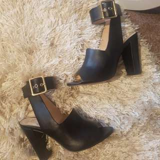 KK SHOES size 6.