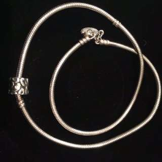 Gorgeous silver pandora necklace. Retired and very rare retailed for $195
