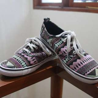 H&M Shoes Tribal