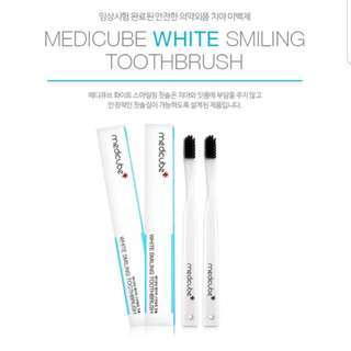 Medicube White Smiling toothbrush
