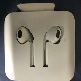 Genuine Apple EarPods with Lightning Connector (ORIGINAL)