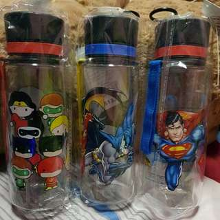 Justice League water bottle set
