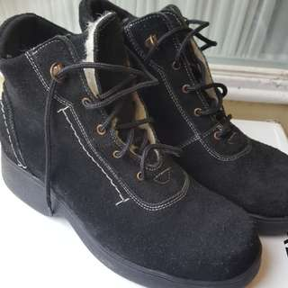Size 6 Black Suede boots
