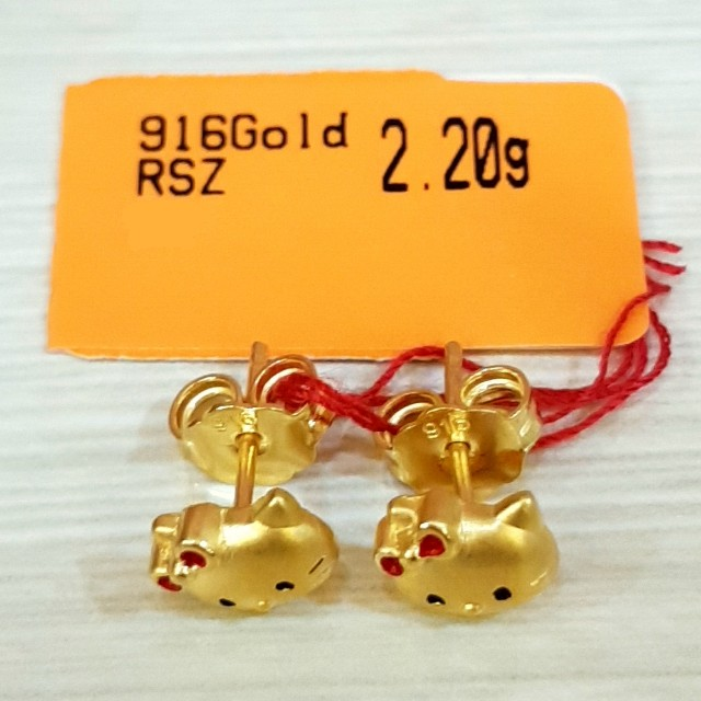 916 Gold Hello Kitty Earring Women S Fashion Jewellery On Carousell