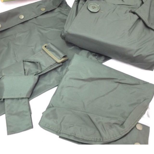 軍綠色官式雨衣
