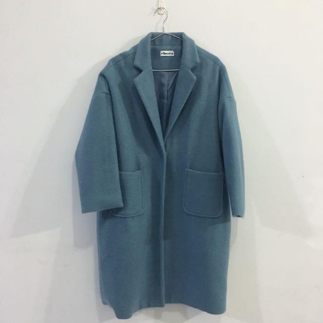 淺藍灰大衣