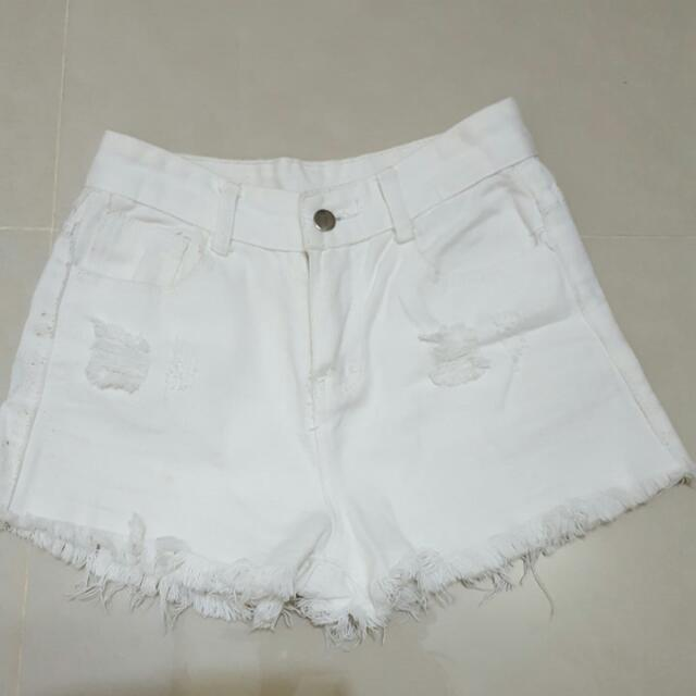 白色高腰抽鬚短褲