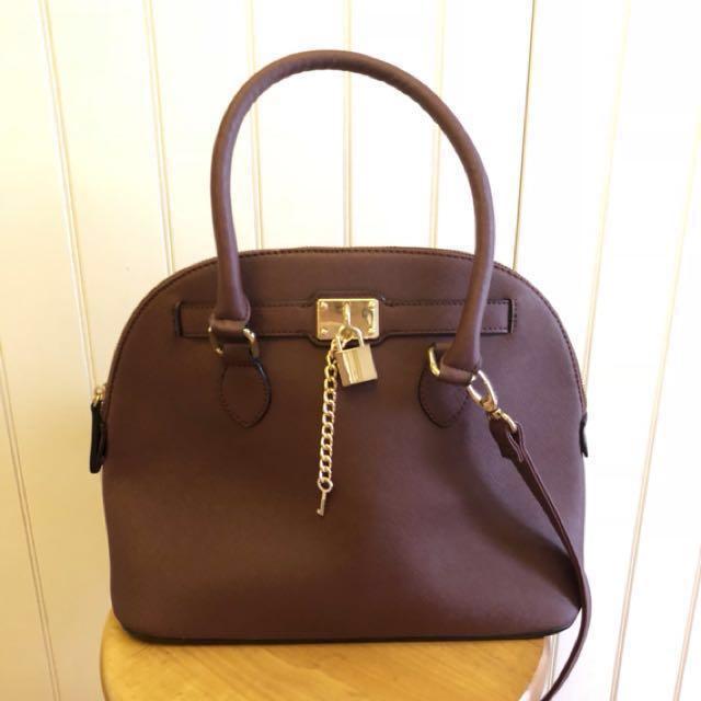 c94621cc4f9 Aldo Frattapolesine Bag in Bordeaux as seen on Taylor Swift