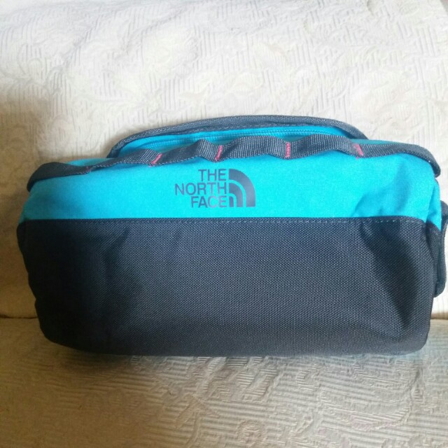Authentic : The North Face pouch bag