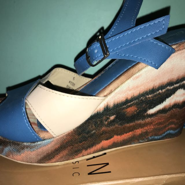 Boardwalk heels blue