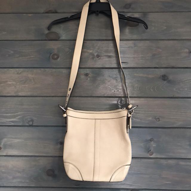 Coach - beige shoulder bag