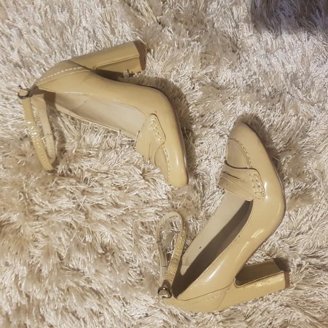 Cream/beige shoes