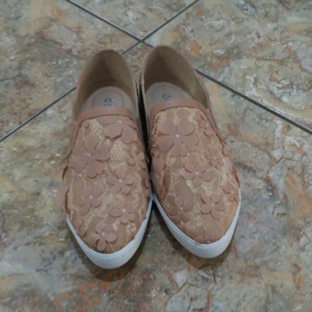 Details Shoes Size 37