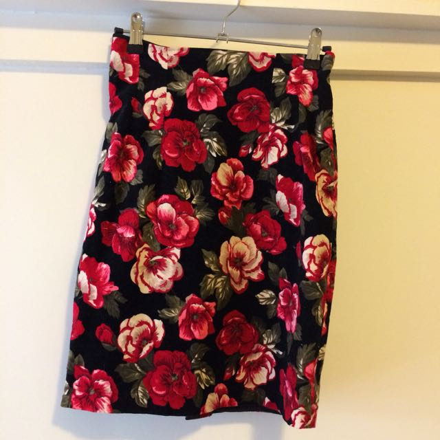 Friends of Couture Floral Rose Pencil Skirt 🌹Size XS-S/8