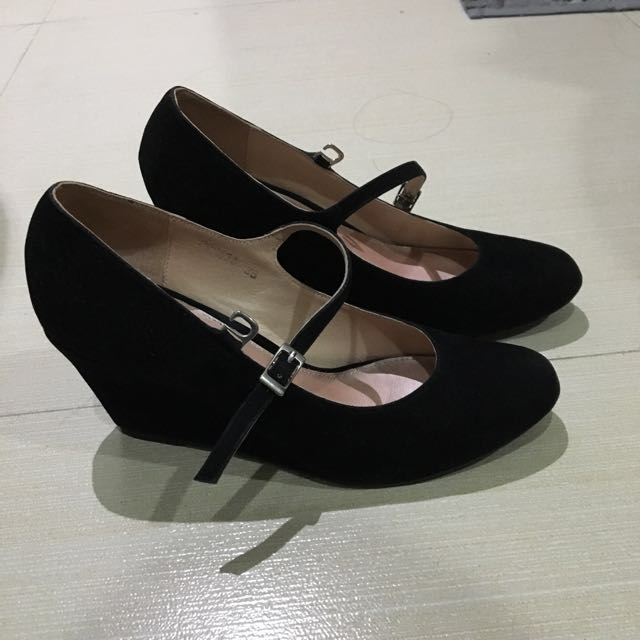 Gibi black wedge shoes