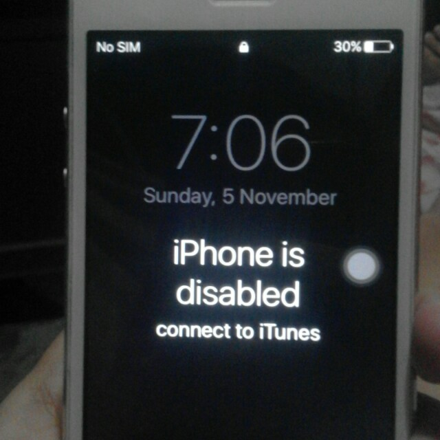 Iphone 5s disabled. Unit only