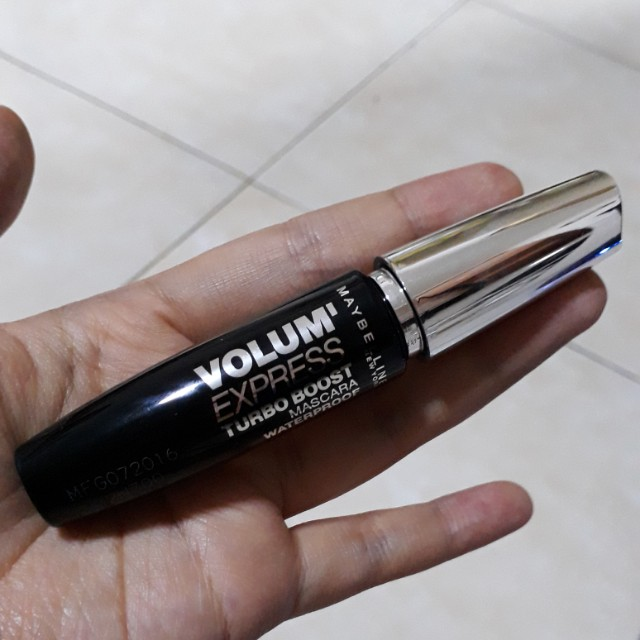 Maybelline Volum Express Turbo Boost Mascara